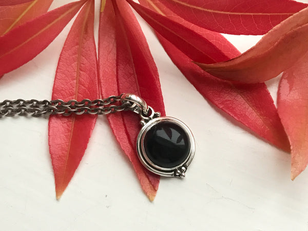 Onyx Ari Dot Pendant - Jewels & Gems