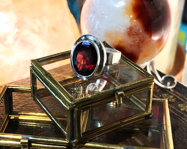 Garnet Ari Ring - Jewels & Gems