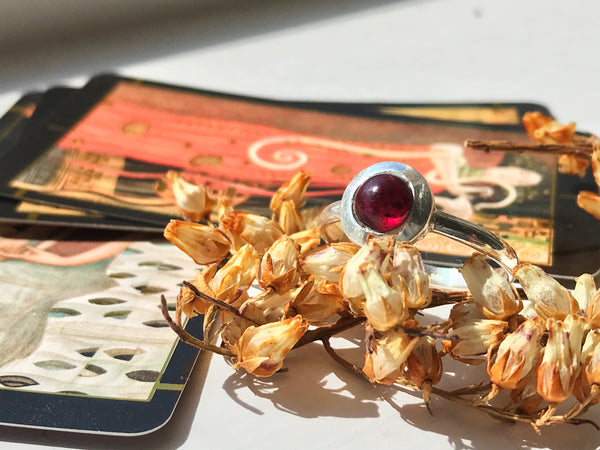 Garnet Calix Ring - Jewels & Gems