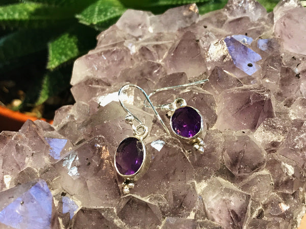 Akoni Earrings Dot Design in Amethyst/Moonstone/Labradorite - Jewels & Gems