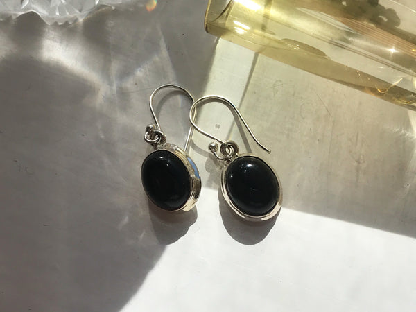 Onyx Ari Earrings Oval - Jewels & Gems