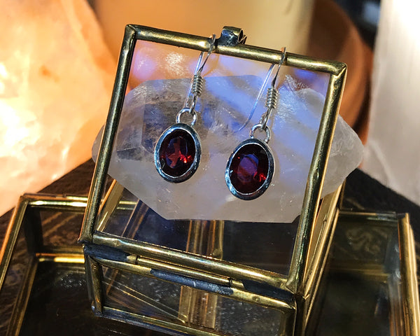 Garnet Sabina Earrings - Jewels & Gems