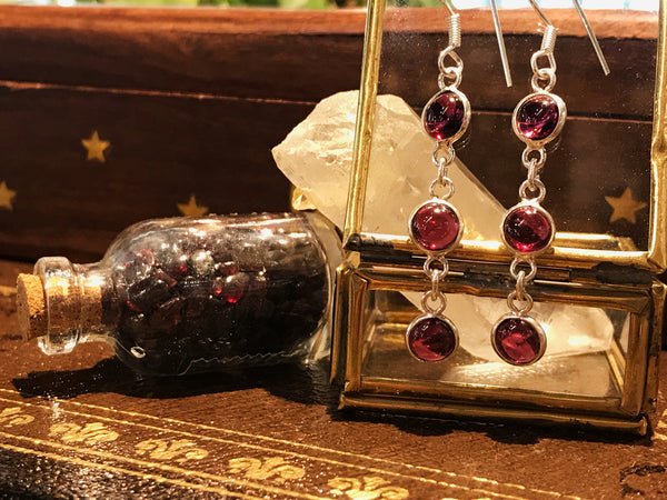Garnet Akoni Earrings Round - Jewels & Gems