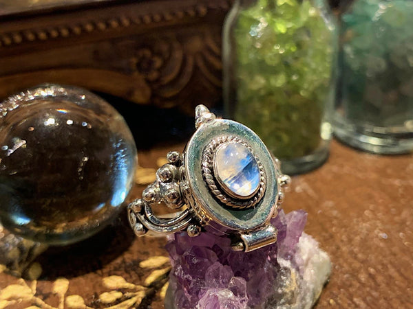 Moonstone Poison Ring (Limited Edition) - Jewels & Gems