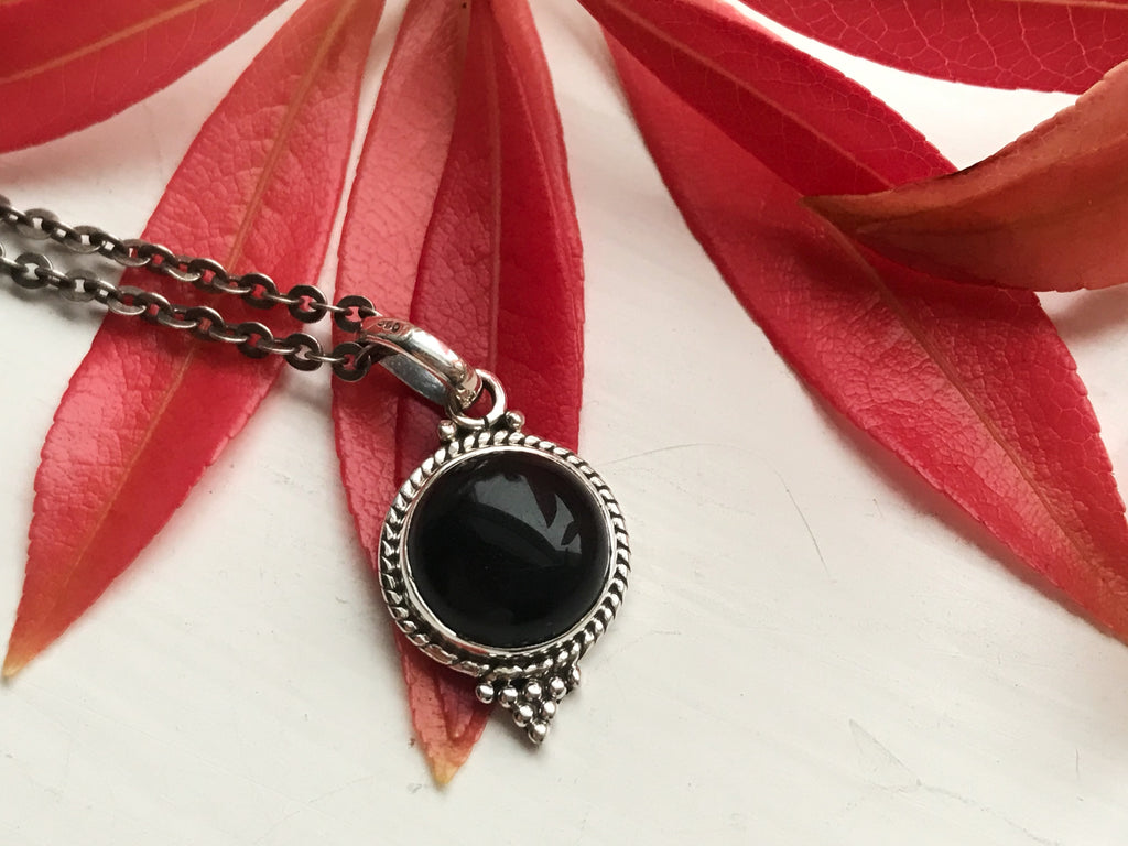 Onyx Cassia Dot Pendant - Jewels & Gems