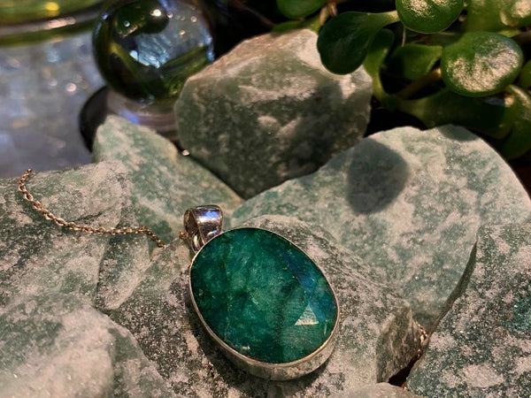 Semi-precious Emerald Akoni Pendant Oval/Tear Drop - Jewels & Gems