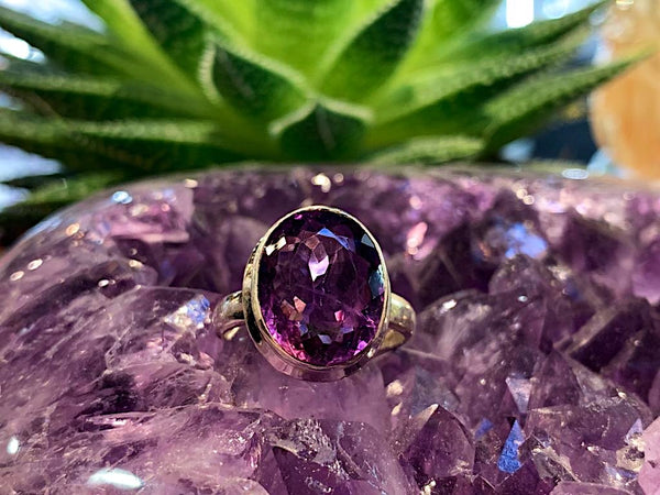 Amethyst Ari Ring Oval - Jewels & Gems