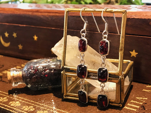Garnet Akoni Earrings Square - Jewels & Gems