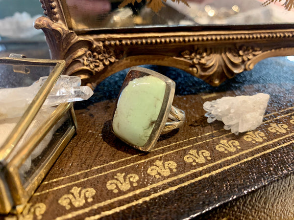 Lemon Chrysoprase Square Sylke Ring (One of a kind) - Jewels & Gems