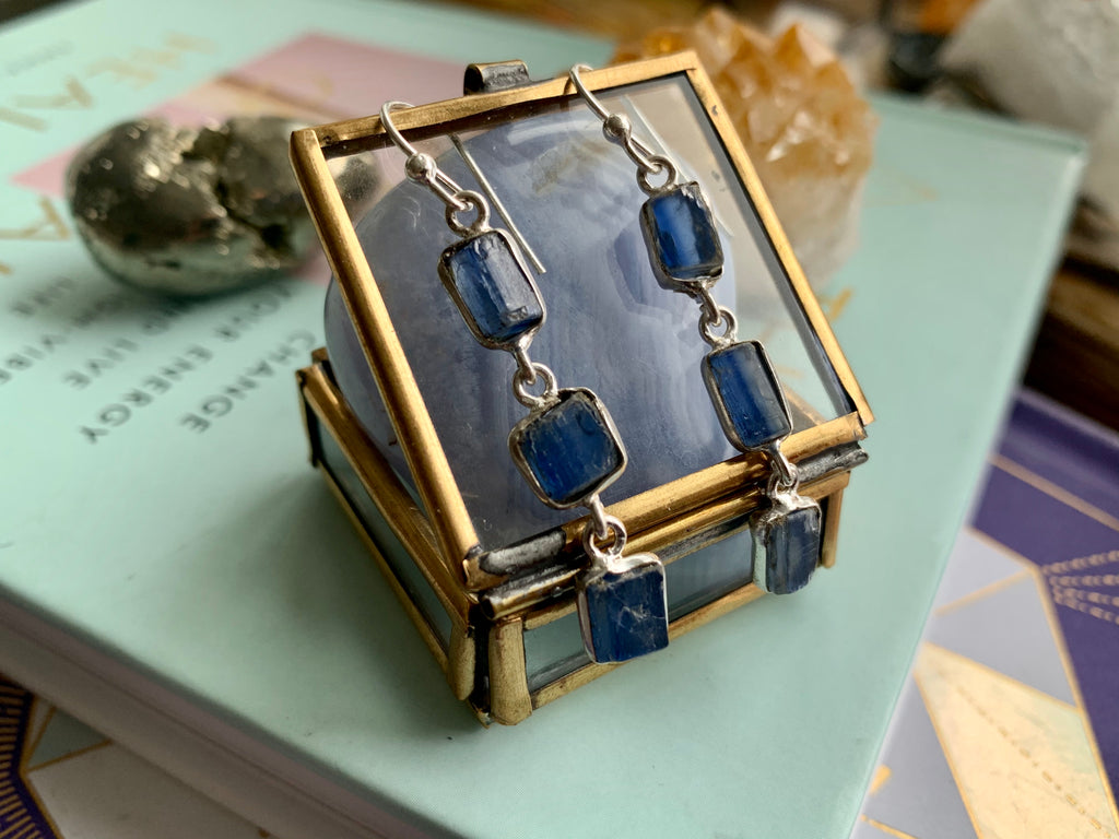 Raw Kyanite Akoni Earrings - Jewels & Gems
