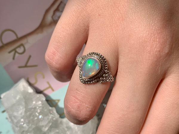 Opal Circe Ring - Drop / Round - Jewels & Gems