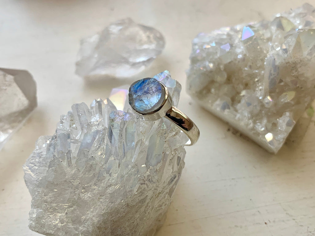 Raw Moonstone Akoni Ring - Small Round (US size 8) - Jewels & Gems