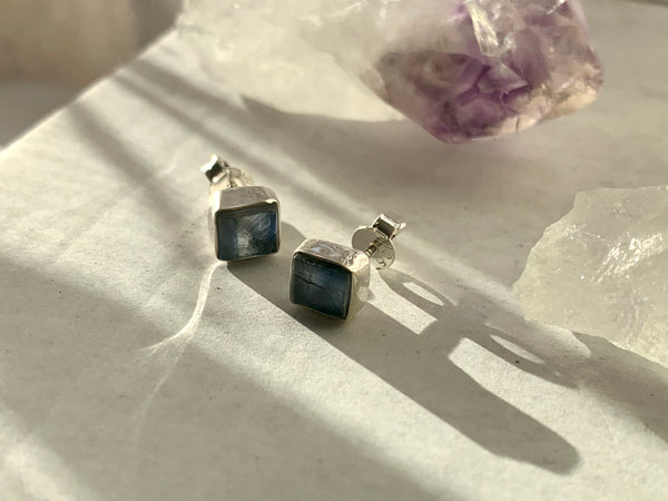 Raw Kyanite Akoni Studs - Jewels & Gems