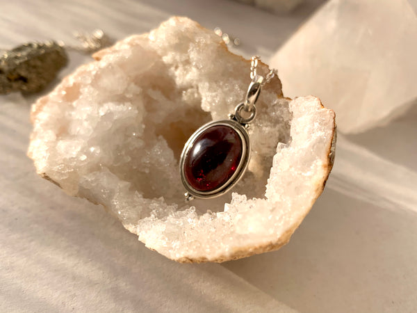 Garnet Ari Dot Pendant - Oval - Jewels & Gems