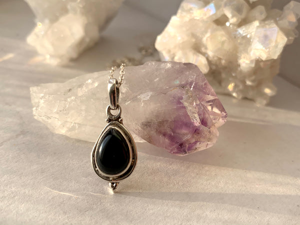 Onyx Ari Dot Pendant - Small Teardrop - Jewels & Gems