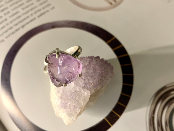 Raw Amethyst Sanaa Ring - Jewels & Gems