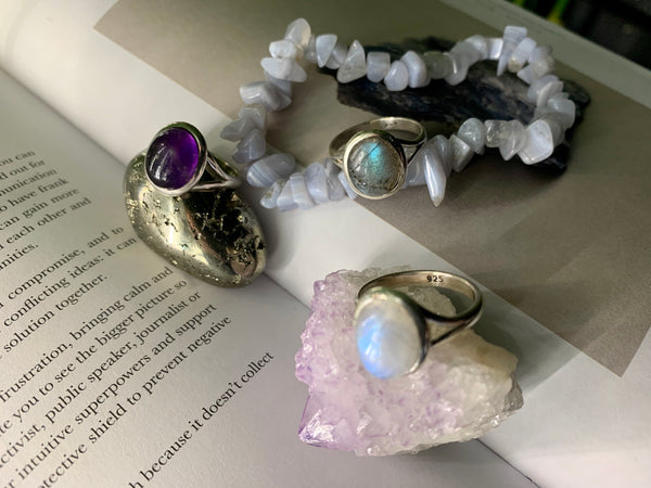 Small Oval Ari Ring - Amethyst / Moonstone / Labradorite - Jewels & Gems