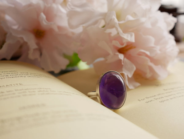 Amethyst Akoni Ring - Medium Oval - Jewels & Gems