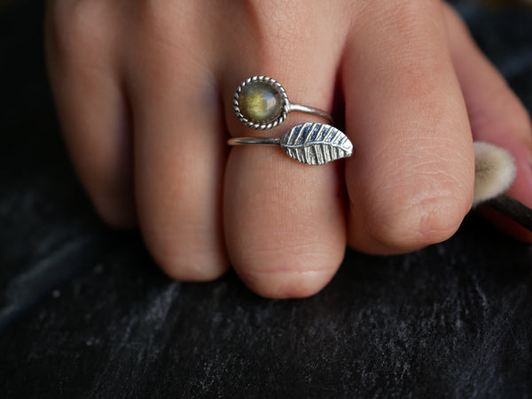 Labradorite Folia Ring - Jewels & Gems