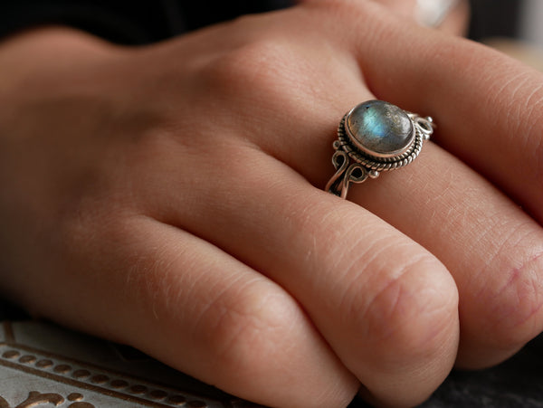 Labradorite Alta Ring - Jewels & Gems