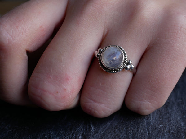 Moonstone Kaisa Ring - Round - Jewels & Gems