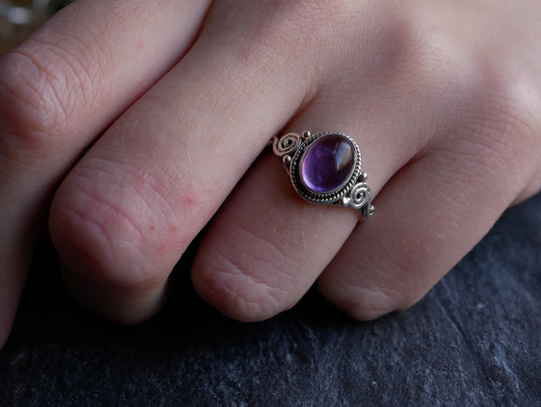 Amethyst Kala Ring - Jewels & Gems