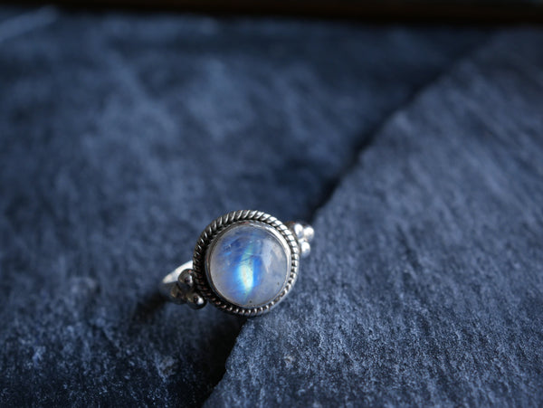 Moonstone Kaisa Ring Round - Jewels & Gems