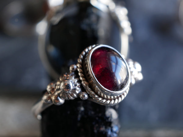 Garnet Circe Ring - Jewels & Gems