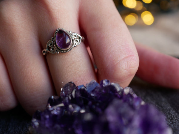 Amethyst Aleta Ring Drop - Jewels & Gems