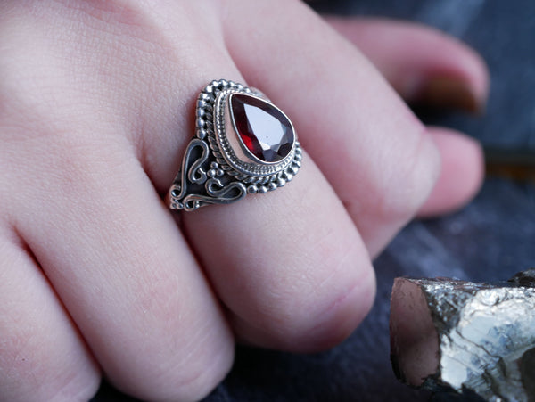 Garnet Morgana Ring - Jewels & Gems