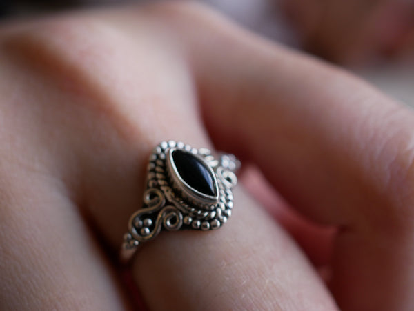 Onyx Alta Ring - Jewels & Gems