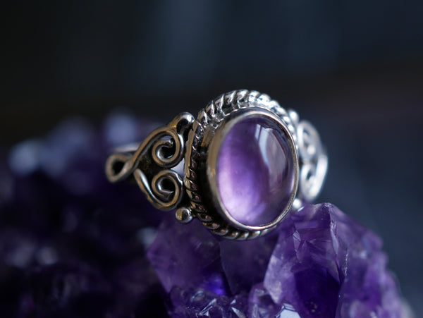 Amethyst Aleta Ring - Oval - Jewels & Gems