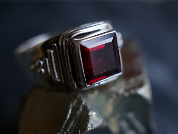 Garnet Salem Ring - Jewels & Gems