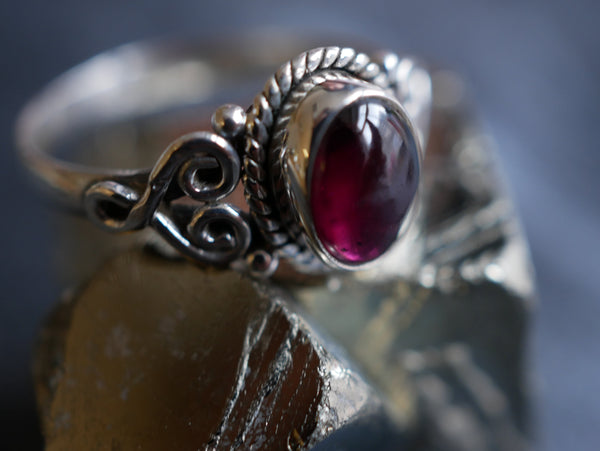 Garnet Aleta Ring - Jewels & Gems