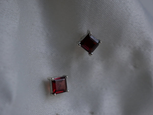 Garnet Sanaa Studs - Faceted Square - Jewels & Gems