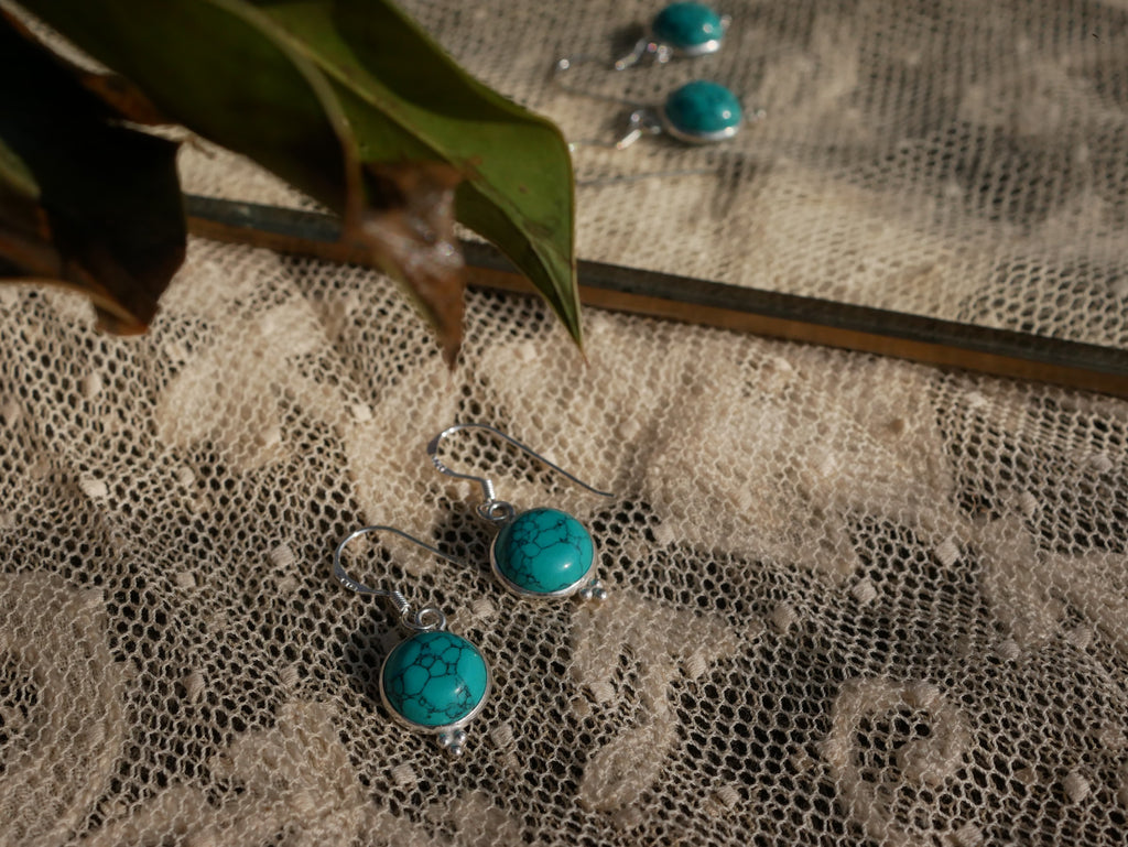 Turquoise Akoni Earrings Round with Small Design - Jewels & Gems