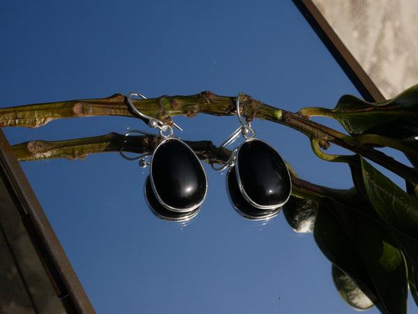 Onyx Akoni Earrings Asymetric - Jewels & Gems