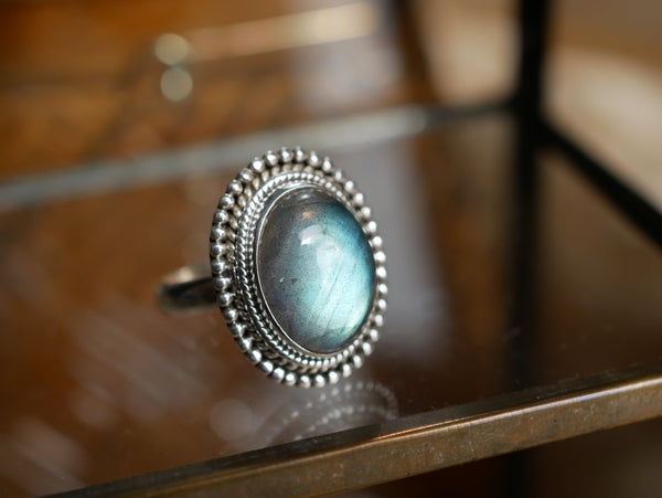 Labradorite Gala Ring - Jewels & Gems
