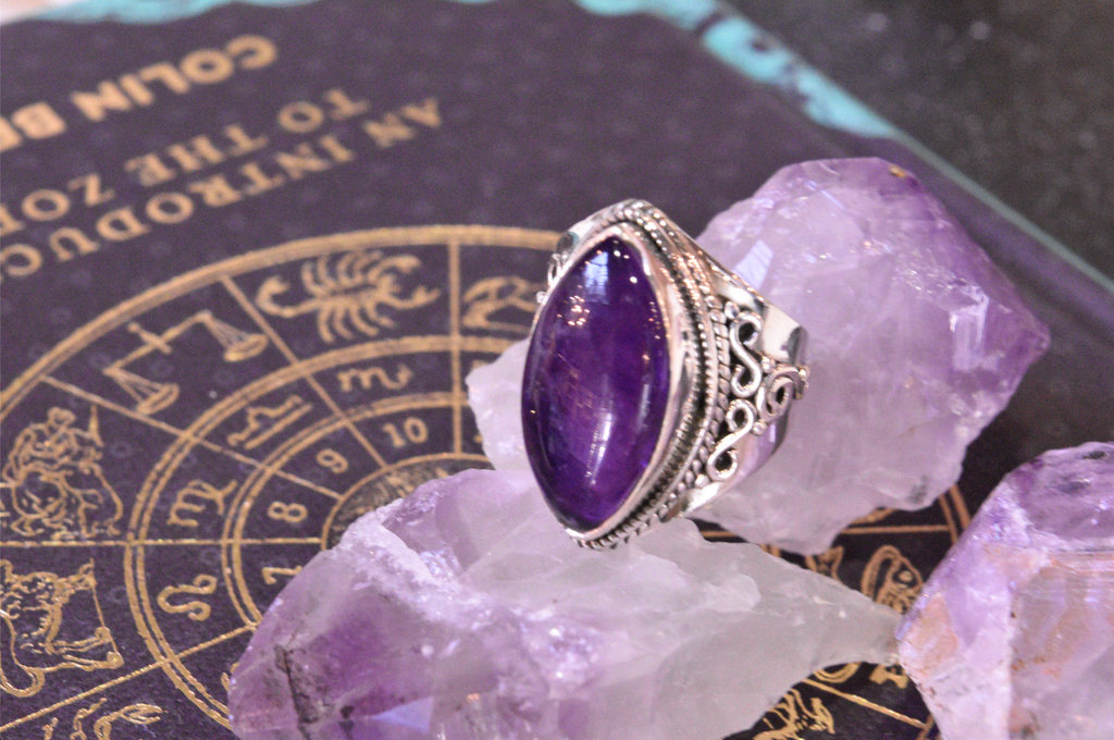 Amethyst Makani Ring - Jewels & Gems