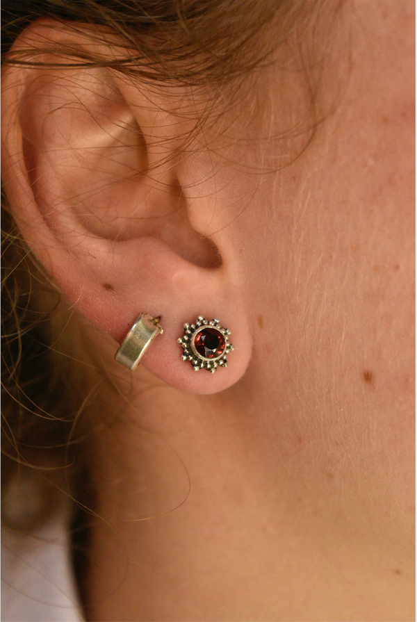 Garnet Sole Studs - Jewels & Gems