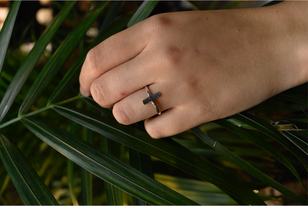 Minimal Cross Ring - Jewels & Gems