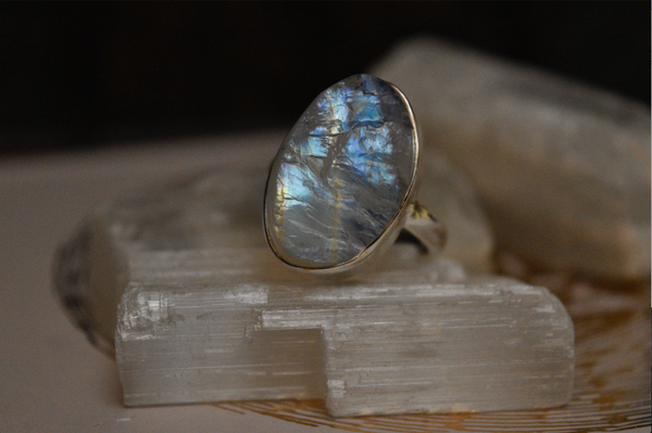 Raw Moonstone Akoni Ring - Medium Oval - Jewels & Gems