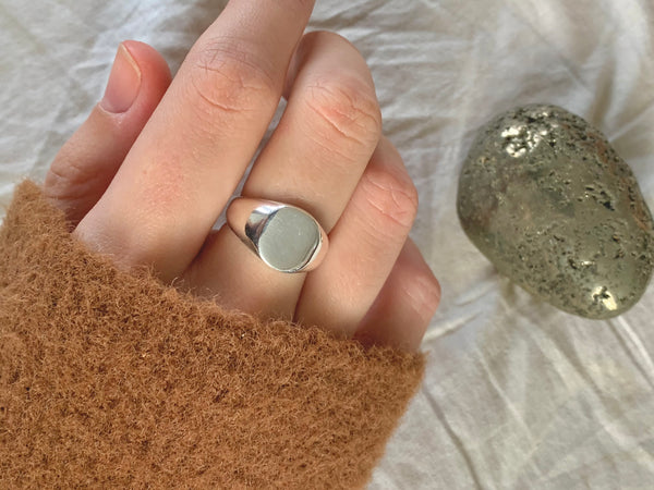 Minimal Signet Ring - Jewels & Gems