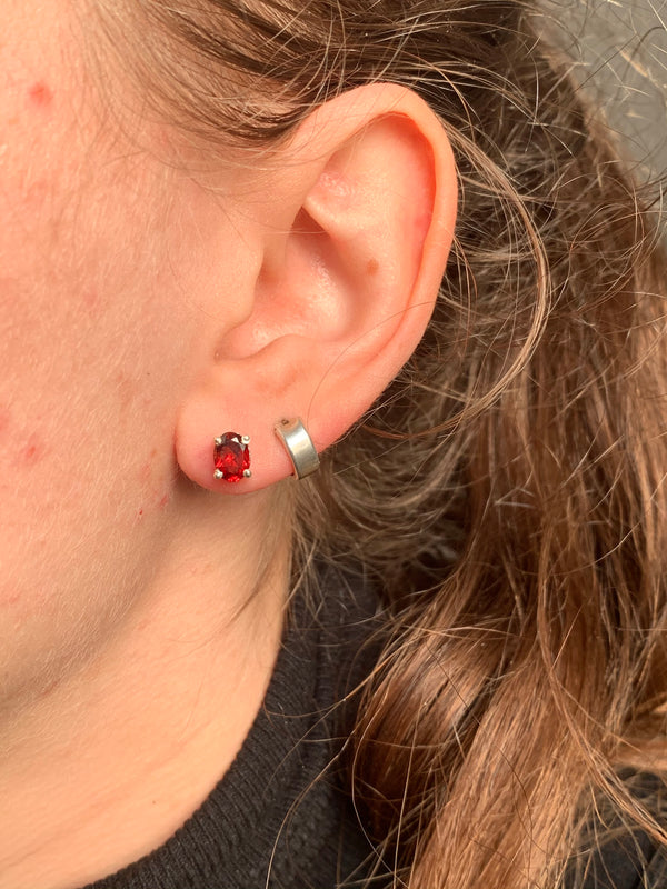 Garnet Sanaa Studs - Faceted Oval - Jewels & Gems