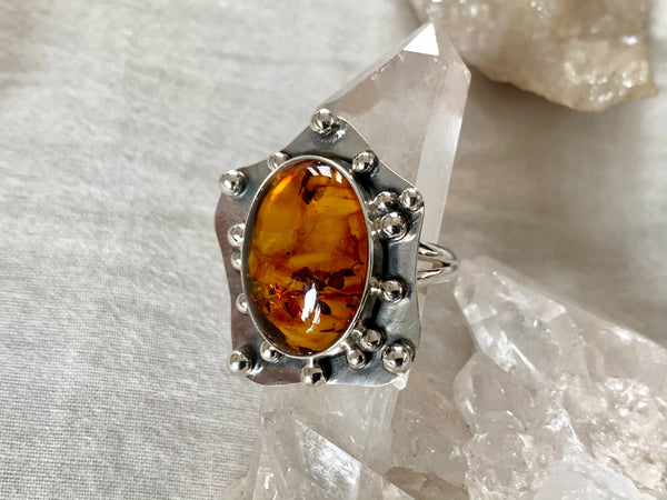 Amber Gilda Ring - Oval - Jewels & Gems
