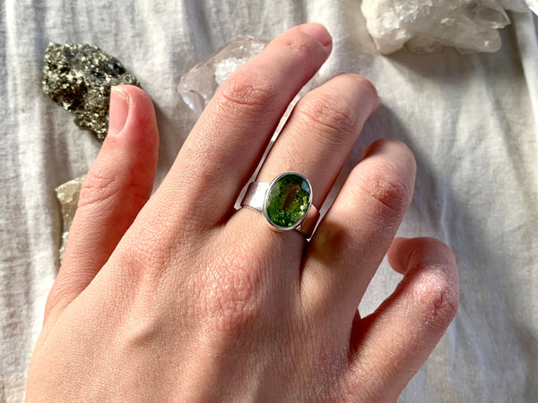 Peridot Sabina Ring - Jewels & Gems