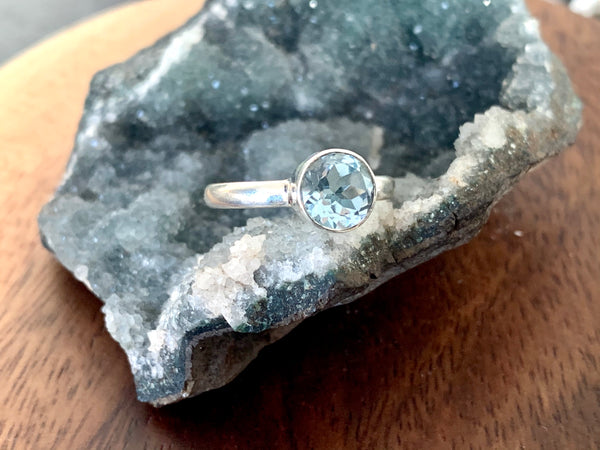 Blue Topaz Akoni Ring - Round - Jewels & Gems