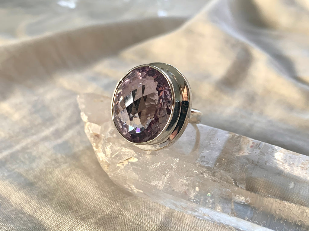 Amethyst Ari Ring - Large Oval (US 6.5) - Jewels & Gems