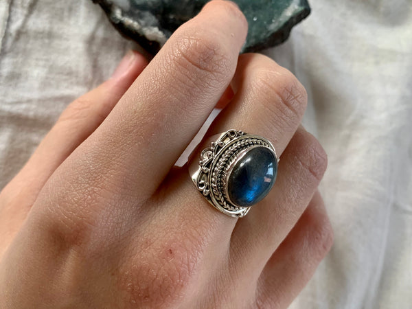 Labradorite Makani Ring - Jewels & Gems