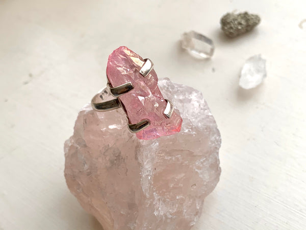 Light Pink Aura Quartz Sanaa Ring (Medium) - Jewels & Gems